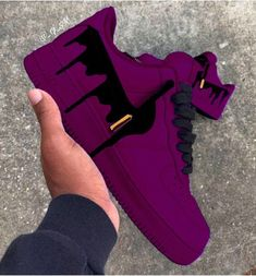 Shoes are so much more than a covering for a foot. Shoes are art and creativity. Shoes are distinction and class. Shoes can be an accessory or a. Sneakers Mode, Sneakers Fashion, Fashion Shoes, Shoes Sneakers, Shoes Men, Mens Fashion, Fashion Outfits, Jordan Shoes Girls, Girls Shoes