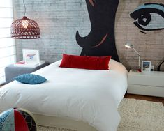 Contemporary Kids by Ba Design Group. When you want to make a cartoon more arty than comical, abstracting it will do the trick. In this bedroom, by Ba Design Group, an enlarged cartoon face became a mural. Room Design Bedroom, Art Deco Bedroom, Bedroom Murals, Bedroom Wall, Kids Bedroom, Teenager Zimmer Design, Pop Art, Teen Room Designs, Ideas Hogar