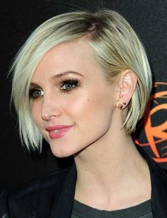 25 Short Straight Hairstyles - http://www.pinkous.com/beauty/25-short-straight-hairstyles.html