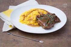 L'ossobuco alla milanese con risotto giallo è una delle ricette tradizionali della Lombardia. Un perfetto piatto unico ricco di gusto!
