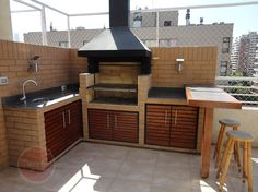 37 Beautiful Modern Outdoor Kitchen Design Ideas - An ever-increasing number of folks love the look, utility, and convenience of an outdoor kitchen space. Professional home improvement contractors can . Modern Outdoor Kitchen, Outdoor Kitchen Bars, Outdoor Living, Outdoor Kitchens, Parrilla Exterior, Outdoor Cooking Area, Home Improvement Contractors, Bbq Area, Home Deco