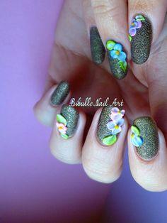 http://www.nail-art-bibulle.com/2013/03/fleurs-resine-acrylique-3D.html #nailart #3D #nailart3D #resine