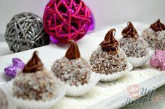 Nepečené vánoční kokosové kuličky s čokoládou, které máte hotové za půl hodinku. | NejRecept.cz Top Recipes, Nutella, Bakery, Pudding, Vegetarian, Place Card Holders, Sweets, Christmas Ornaments, Holiday Decor