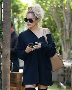 Khloe Kardashian street style with black dress (August 2016). #khloekardashian #celebrity #fabfashionfix