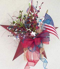 Patriotic July 4th Wreath  @ChickadeeLore