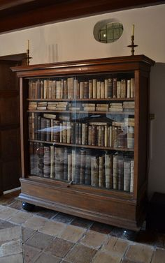 Spinoza's bookcase in the Spinozahuis Rijnsburg - Baruch Spinoza - Wikipedia