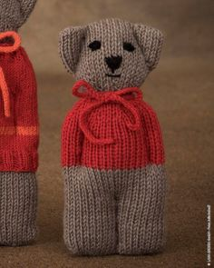 Free knitting instructions for baby jumpsuits - grandchildren Cool Wool Big Mélange and Cool Wool Baby bear - WOOLPLACE # Baby bear Knitted Doll Patterns, Knitted Dolls, Crochet Toys, Knitting Patterns, Crochet Patterns, Knitted Teddy Bear, Knitted Cat, Knitted Animals, Teddy Bears