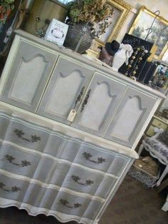 Franciscan Grey, Silver Mink and Vanille | Furniture makeover. Three French Hens. Maison Blanche Vintage Furniture Paint