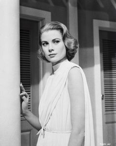 Hairstyle.  Would love to pull off this hair a some point in life.  [Grace Kelly]