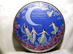 Vintage Makeup, Vintage Vanity, Vintage Beauty, Vintage Art, Vintage Antiques, Vintage Perfume Bottles, Blue Perfume, Art Deco Vanity, Vintage Packaging