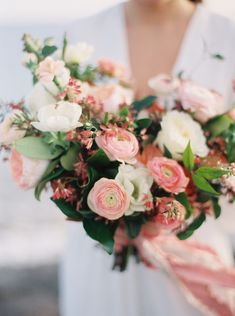 Ethereal Seaside Bridal Ideas | Wedding Sparrow | Jenna McElroy Photography