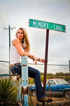 Great idea for senior picture | Lisa-Marie-Photography