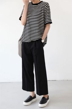Casual Comfort Strip T-shirt Cropped Black Pants