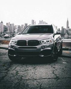 "Gefällt 307.1 Tsd. Mal, 538 Kommentare - BMW (@bmw) auf Instagram: ""Drive. Explore. Discover. The #BMW #X5. #BMWrepost @thousand.visions"""