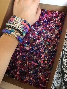 Gucci Bracelet – Ideas of Gucci Bracelet – Popular Bracelets Rave Bracelets, Pony Bead Bracelets, Friendship Bracelets With Beads, Diy Bracelets Easy, Summer Bracelets, Bracelet Crafts, Pony Beads, Handmade Bracelets, Gucci Bracelet