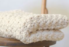 Crochet Chunky Blanket Pattern, Chunky Icelandic Cream Blanket Pattern, Easy Crochet Afghan Pattern, White Lapghan pattern, Big Yarn Blanket – Knitting For Beginners 2020 Crochet Afghans, Afghan Crochet Patterns, Baby Blanket Crochet, Knitting Patterns, Free Knitting, Patchwork Blanket, Crocheting Patterns, Baby Afghans, Baby Knitting