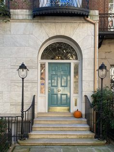 Habitually Chic® » October 2020 in New York Bon Weekend, Autumn Inspiration, Sunny Days, Townhouse, New York, October, Stairs, Exterior, Architecture