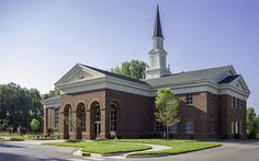 The+beautiful+Presbyterian+church+located+in+the+South+Park+area+of+Charlotte+includes+a+two-story,+500-seat+sanctuary+with+a+100-seat+balcony.+The+striking+sanctuary+includes+towering+windows+which+floods+the+room+with+natural+light.+Partial+Greek+columns+were+built+into+the+front+wall+of+the+sanctuary,+with+an+implied+cross+in+the+center+window,+symbolizing+the+crucifixion+of+Christ+as+the+apex+of+divine+wisdom.