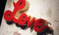 Artesanatos com palitos de fósforo podem fazer a decoração de sua casa ou a decoração de sua festa ser repaginada instantaneamente. Mas não se prenda apenas a objetos decorativos feitos com palitos de fósforos, pois há também outros itens que podem ser conseguidos, com estas funcionais pecinhas. Após a peça estar feitas você pode customizá-la …