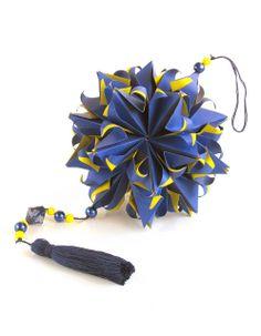 Scheherazade - Designer: Natalia Romanenko Units: 30  Paper: 5*15 cm (1:3) Final height: ~ 12 cm kusudama.info/2013/12/scheherazade-tutorial/kusudama.info/2013/12/igra-8/