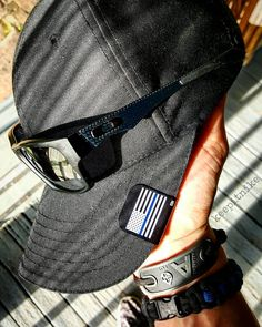 Mail call from @brim_it! Digging my Thin Blue Line flag hat clip on my @511tactical hat! Will definitely be wearing this on duty tonight. Jupiter Carbon @oakley's #5.11 #5.11tactical #brimit #hatclip #oakley #jupiter #carbonfiber #thinblueline #merica #edc by keepitnike
