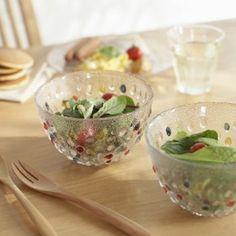 サラダが美しく映えて、より爽やかな印象に。