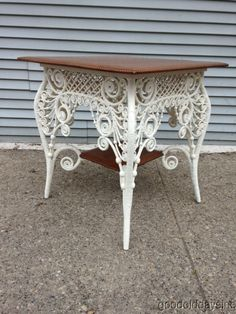 . Painting Wicker Furniture, White Wicker Furniture, Wicker Sofa, Funky Furniture, Refurbished Furniture, Furniture Styles, Antique Furniture, Painted Furniture, Antique Decor