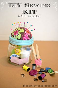 DIY #Sewing Kit in a mason jar! Perfect for gift-giving and goody giveaways. Include your favorite Coats & Clark thread and fun zipper, and you're all set!  #masonjar #craft