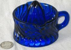 VINTAGE-COBALT-BLUE-GLASS-JUICER-REAMER-HANDLE-SMALL-LIME-LEMON-VTG-SWIRL-PRETT