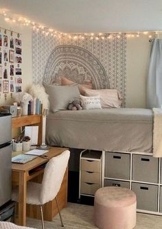 73 + Hot Dorm Room Bettwäsche-Ideen - Zeigen Sie Sorority Pride - New Ideas College Bedroom Decor, Cool Dorm Rooms, Room Ideas Bedroom, Teen Room Decor, Dorm Rooms Girls, Cute Bedroom Ideas For Teens, Dorm Room Ideas For Girls, Dorm Room Decorations, Cute Dorm Ideas