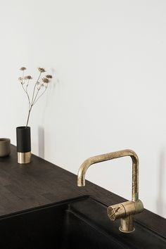 Ikea hack kitchen design by Norm Architects for Reform in the Ouur Media's Kinfolk gallery Ikea Kitchen Cupboards, Kitchen Taps, Ikea Cabinets, Home Design, Küchen Design, Home Decor Kitchen, Kitchen Interior, Kitchen Ideas, Luxury Home Decor