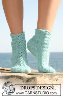 """Knitted DROPS socks in """"Alpaca"""" with lace pattern on upper foot. ~ DROPS Design- love this lace (with chart) free"""