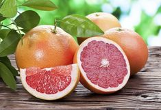 Proven Health Benefits of Grapefruit that you need know. Moreover, the Grapefruit contains properties beneficial for prevent and fight various diseases. Then, check the benefits of Grapefruit for health. Like to know what the benefits of Grapefruit are? Health Benefits Of Grapefruit, Grapefruit Seed Extract Benefits, Hydrating Foods, Best Fat Burning Foods, Nutrition Articles, Food Nutrition, Fitness Nutrition, Fitness Goals, Grapefruit