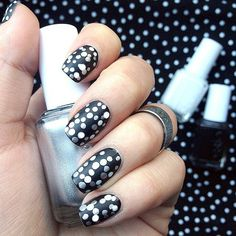Polka dots. The coolest nail artists on Instagram #DIY