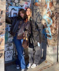 Best Friend Pictures, Friend Photos, 00s Mode, Besties, Winter Fits, Insta Photo Ideas, Cute Friends, Find Friends, Mode Streetwear