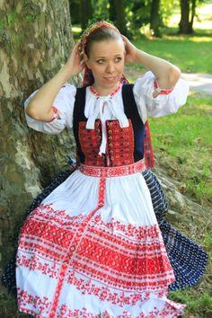 Trenčin, Slovakia Ethnic Clothes, Ethnic Outfits, Folk Costume, Costumes, Folk Embroidery, Czech Republic, Traditional Dresses, Creative Art, Lush