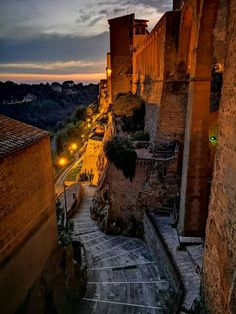 Pitigliano Italy Tourism, Italy Travel, Oh The Places You'll Go, Places To Visit, Italy Magazine, Wonders Of The World, Travel Inspiration, Travel Destinations, Beautiful Places