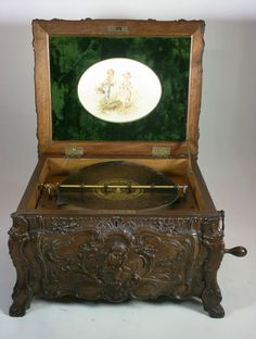 STUNNING ANTIQUE SYMPHONION ROCOCO DISC MUSIC BOX WITH 11 DISCS
