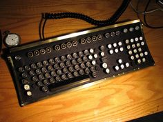 My inner hipster is crying out for this awesome vintage-looking keyboard.