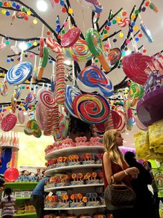 Candylicious - dubai mall. Biggest sweet store!    AND I HAD TO WALK STRAIGHT PAST THIS ON OUR CITY TOUR! :(