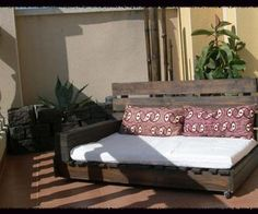 DIY Pallets Neat Sun Room Chaise Lounge With Pillows via http://diypallets.com