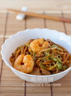 Fried Hokkien Noodles (福建炒麵) from Christine's Recipes Easy Chinese Recipes, Asian Recipes, Ethnic Recipes, Hawaiian Recipes, Easy Recipes, Tasty Noodles Recipe, Yummy Noodles, Christine's Recipe, Korean Side Dishes