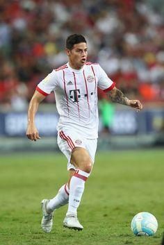 Fc Bayern München James Rodriguez, Lewandowski, Real Madrid, Cristiano Ronaldo, Football Players, Hot Guys, Sporty, Running, Munich