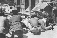 Бой фалангистов и народной милиции в районе мадридских казарм Куартель де ла Монтанья (en:Siege of Cuartel de la Montaña). 30 июля 1936