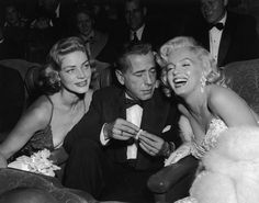 Lauren Bacall, Humphrey Bogart and a very glamorous Marilyn Monroe at the premiere of 'How to Marry a Millionaire'; Bogart was taking a glimpse at Marilyn';s decolletage even though she was laughing and smiling for the camera. Golden Age Of Hollywood, Hollywood Glamour, Hollywood Stars, Vintage Hollywood, Classic Hollywood, Hollywood Photo, Humphrey Bogart, Lauren Bacall, Fotos Marilyn Monroe