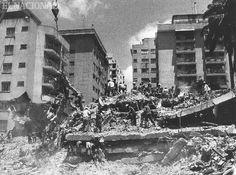 Trabajadores realizan recolección de escombros luego del terremoto en Caracas el  29 de julio de 1967. (RAMON VILLA / ARCHIVO EL NACIONAL)