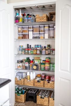 Small Pantry Organization, Pantry Storage, Organization Hacks, Organizing Tips, Pantry Ideas, Organized Pantry, Cleaning Hacks, Shelf Makeover, Pantry Makeover