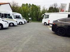 Kto zgadnie, co to za czarna bestia stoi na naszym placu? :)A kto chciałby zobaczyć tą markę w ofercie CarGO! Rent a Car? Łapka w górę!http://cargo-group.pl/wypozyczalnia-samochodow-poznan/