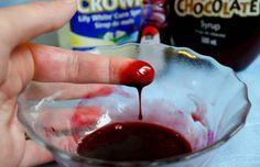 Kunstblut selber machen lebensmittelfarbe-sirup-zubereiten