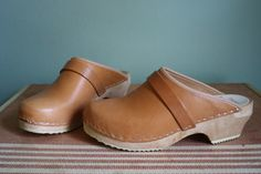 1970s low heeled vintage clogs, wood & leather [Three Feathers Vintage].